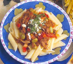 0048_Plumas_de_pasta_con_carne_molida_y_verduras.png