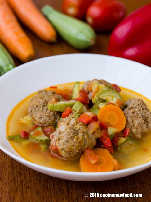 Caldo de alb ndigas con verduras receta cocina muy facil for Albondigas de verduras