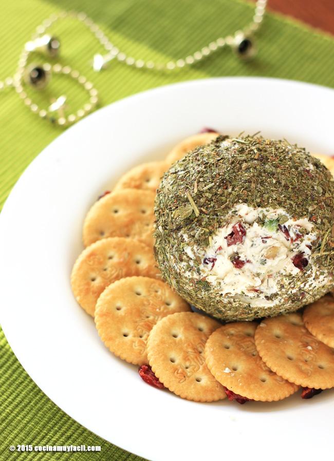 Bola de queso, arándanos y hierbas italianas. Receta de Navidad