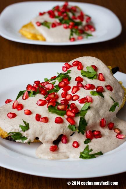 Chiles en nogada. Receta | cocinamuyfacil.com