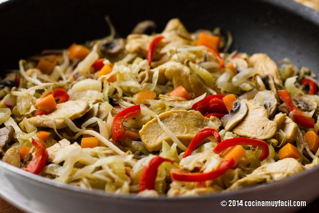 Chop suey de pollo   cocinamuyfacil.com