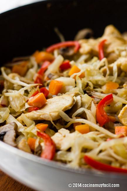 Chop suey de pollo | cocinamuyfacil.com