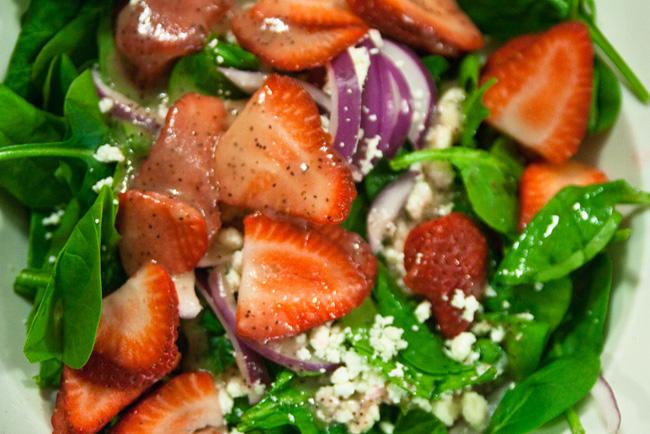 Ensalada de pollo con fresas y miel. Receta   cocinamuyfacil.com