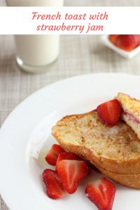 French toast stuffed with strawberry jam | cocinamuyfacil.com