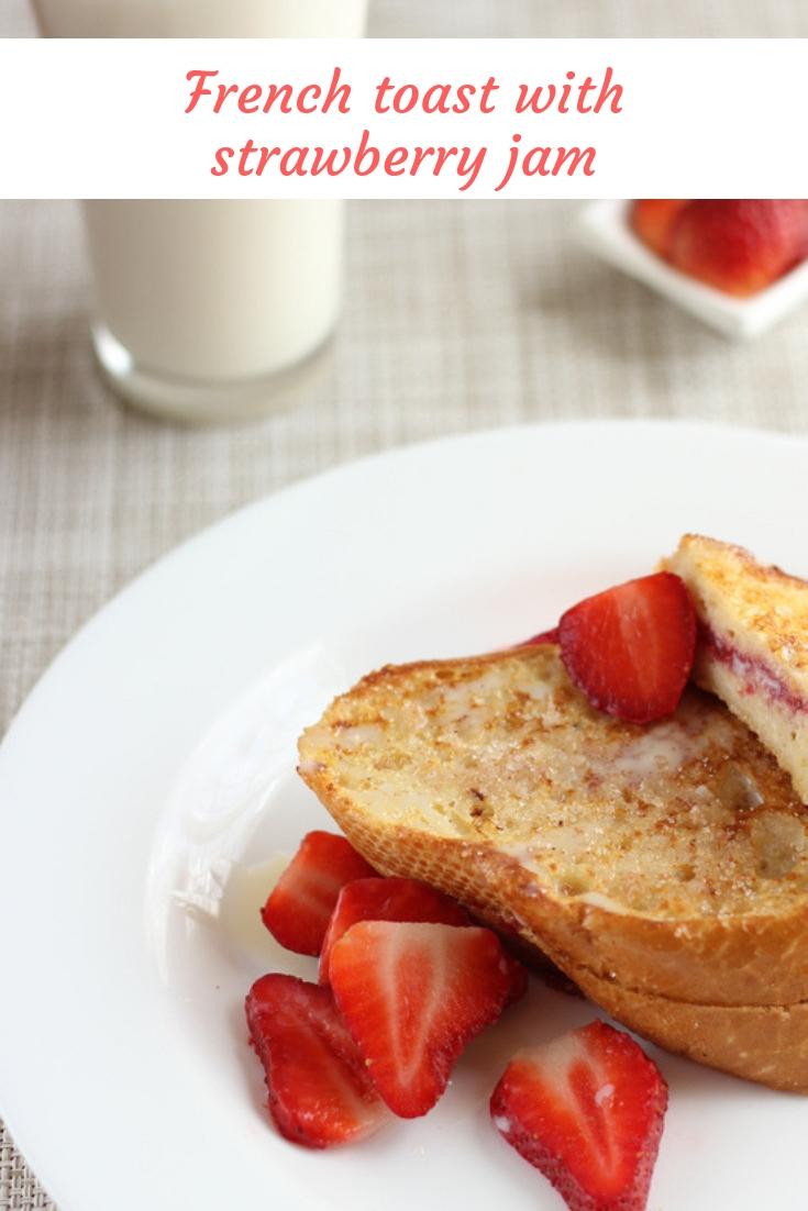 French toast stuffed with strawberry jam | cocinamuyfacil.com