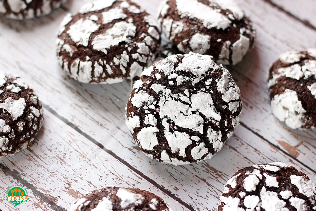 Galletas craqueladas de chocolate. Receta | cocinamuyfacil.com