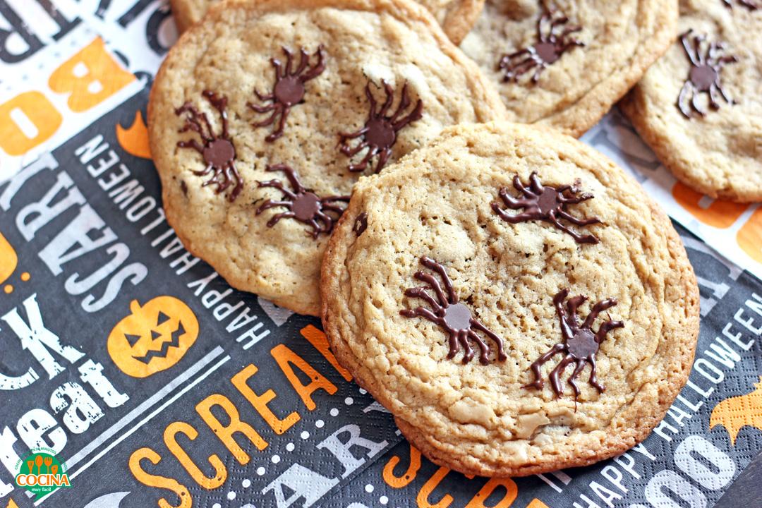 Galletas de araña con chispas de chocolate. Receta de Halloween | cocinamuyfacil.com