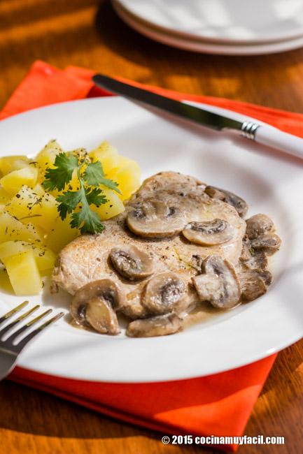 Lomo de cerdo en salsa de champiñones. Receta   cocinamuyfacil.com