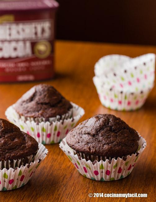 Chocolate muffins. Recipe | cocinamuyfacil.com/en/