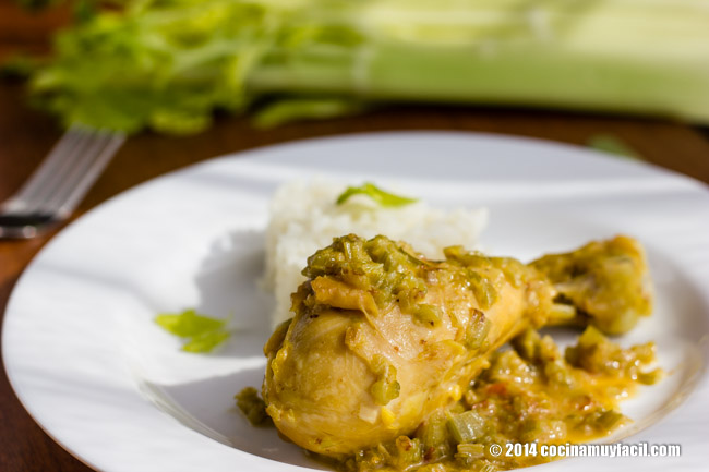 Chicken and celery. Recipe | cocinamuyfacil.com