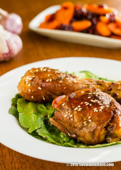 Pollo glaseado con ajo y miel. Receta | cocinamuyfacil.com