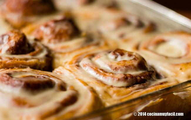 Glazed cinnamon rolls. Recipe | cocinamuyfacil.com
