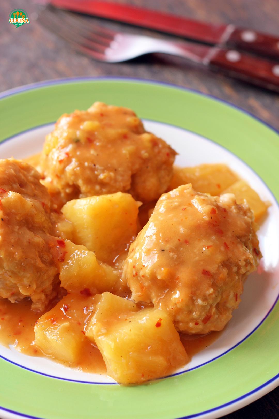 Albóndigas de pollo en salsa de piña. Receta | cocinamuyfacil.com